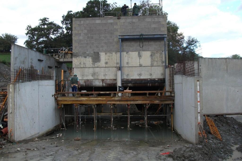 Construction de la centrale.